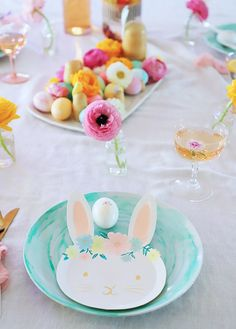 Kid Easter Bunny Brunch or Dinner Party - A Bubbly Life Big Easter Eggs, About Easter, Happy Easter, Easter Bunny, Brunch Table, Easter Holidays, Easter Dinner, Edible Flowers, Egg Hunt