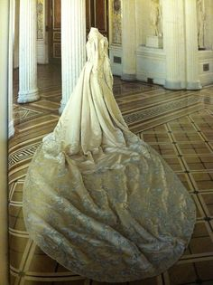 Ceremonial Court Costume of Empress Alexandra Feodorovna: 1896.     This gown was probably worn for one of the official receptions during the coronation celebration.