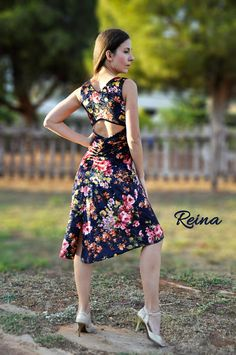 Argentine tango dress velvet floral, dark blue with pink flowers and a back slit. It can also be made black with red flowers(last photo). You can wear a normal bra with this dress. Size: S, M or send me your measurements, bust, waist, hips, waist-knees and height. Size chart: Small: