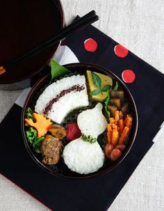 Rice balls bento/瓢箪と扇形おにぎり弁当