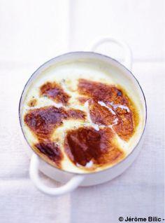 Recette Teurgoule : Mélangez tous les ingrédients dans un plat en terre allant au four ou dans une cocotte et faites cuire 2 à 3 h dans le four à th. 6/180°....
