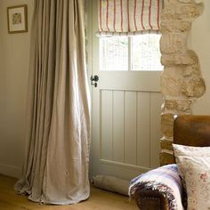 Cozy Small Living Room Ideas for English Cottage - The Urban Interior Cottage Front Doors, Cottage Windows, Cottage Door, Cottage Homes, Style At Home, Front Door Curtains, Long Curtains, Farmhouse Kitchen Curtains, Farmhouse Front