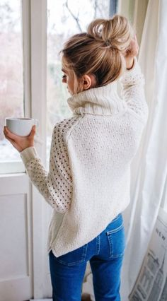 Love this sweater. I feel like you have to be small to wear loose tops like this though. Otherwise it makes you look larger? Maybe I'm wrong? #winter #fashion / white turtleneck knit