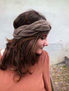 """Dieses schöne geflochtene Stirnband """"Rapunzel"""" in braun aus 100% kuschelweicher Baby-Alpaka-Wolle ist aktuell im Dawanda-Shop """"Herbstblatt-Kreationen"""" zu erwerben! Ich liebe es!!!"""
