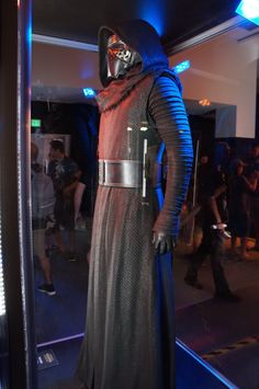 Star Wars Episode VII: The Force Awakens Costumes and Props - Yahoo Games Kylo Ren Costume Kids, Kylo Ren Costumes, Star Wars Costumes, Star Wars Kylo Ren, Rey Star Wars, Kylo Ren Helmet, Kylo Ren Cosplay, Star Wars Outfits, Star Wars Merchandise