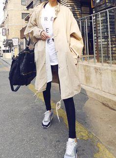 Today's Hot Pick :チャイナカラーミリタリージャケット【iamyuri】 http://fashionstylep.com/SFSELFAA0002379/iamyuriijp/out 伸縮性のないポリエステル混紡素材を使ったミリタリージャケットです。 ネックのチャイナカラーがデザインのポイントに☆ 淡いベージュカラーが柔らかいイメージを演出♪ 全体的に余裕のあるだぼっとしたシルエットで着心地抜群のアイテムです!!
