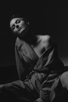 Easy Dance, Dark Portrait, Pose Reference, Photo Poses, Beauty Hacks, Photoshoot, Black And White, Model, Photography