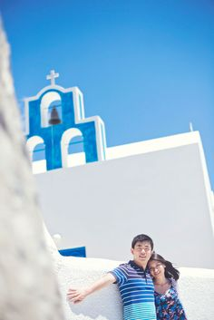 The perfect honeymoon photography session on the spectacular island of Santorini. Honeymoon Photography, Film Photography, Couple Photography, Look Here, Bridal Musings, Santorini, Storytelling, Greece, Island