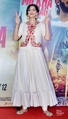 Sonam Kapoor: 1 Day, 2 Looks!