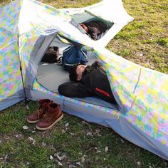 Camping is fun but sometimes things can get crowded, especially if you're trying to fit four people in one tent. Considering the lack of space in Japanese cities, it's no wonder that the perfect solution to this problem would come from Japan: it's the Doppelganger Crazy X Tent, a tent that offers sleeping space for four and a living room as well!
