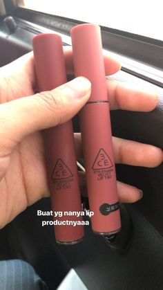 @dvn.na_ Ombre Lips Tutorial, Beauty Skin, Beauty Makeup, Pinterest Makeup, How To Apply Lipstick, Face Skin Care, Lip Tint, Routine, Skin Makeup
