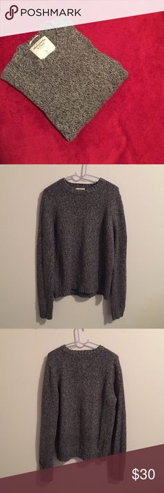 Abercrombie Men's Grey Muscle Sweater Large Very nice and comfy Abercrombie & Fitch Muscle Sweater. Barely worn. Color is grey. 100% cotton. Size Large for men but fits for Medium. Abercrombie & Fitch Sweaters