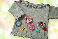 Ein süßer Pullover mit einer bunten Blumenwiese. Ich habe ihn in einem schönen Naturton gestrickt, er sieht aber in allen Farben toll aus.  Für die Blümchen kannst Du alle Reste, auch die kleinsten, aufbrauchen.  Die Anleitung für den Pulli ist ausführlich in 2 verschieden Größen beschrieben:      Größe 62/68     Größe 74/80  Die 3 verschiedenen Blüten sind ausführlich beschrieben und bebildert.  Für den Pulli braucht man ca. 150 gr Baumwolle mit einer Lfl 125 m/50gr