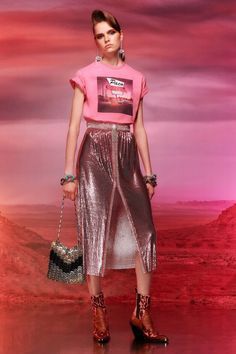 Get inspired and discover Paco Rabanne trunkshow! Shop the latest Paco Rabanne collection at Moda Operandi. Trend Fashion, Fashion 2020, Editorial Fashion, Runway Fashion, High Fashion, Fashion Outfits, Womens Fashion, Fashion Design, Fashion Fashion