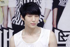 VIXX Leo smiling ♡  fansign Suwon