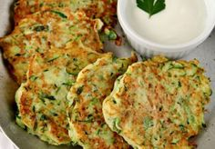 Röstis of zucchini with parmesan cheese WW, recipe of savory galettes de courgette . Ww Recipes, Veggie Recipes, Healthy Dinner Recipes, Vegetarian Recipes, Cooking Recipes, Healthy Food, Cooking Chef, Cooking Time, Weight Watchers Meals