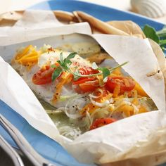 Baked Fish with Squashed Tomato Parcels - Demand Africa Fish Recipes, Seafood Recipes, Cooking Recipes, Walleye Recipes, Pickerel Recipes, Clean Eating, Healthy Eating, Healthy Food, Baked Fish