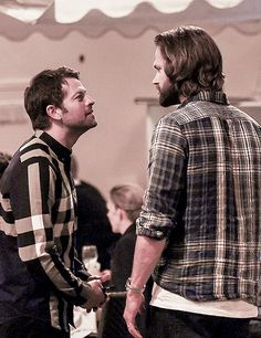 Misha looks so small... JIBCON16...but he's 6' tall!!! Lol