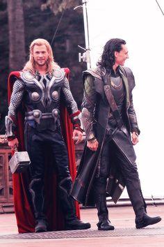 The Avengers' NYC Central Park Shoot - Chris Hemsworth as Thor & Tom Hiddleston as Loki