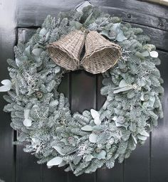 Mooie kerstkrans in grijstint.//// Wicker bells on a silver spruce wreath Christmas And New Year, All Things Christmas, Winter Christmas, Christmas Time, Xmas, Monogram Wreath, Diy Wreath, Burlap Wreath, Boxwood Wreath