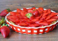 Tarta cu crema de vanilie si capsuni Watermelon, Strawberry, Stuffed Peppers, Vegetables, Food, Pie, Stuffed Pepper, Veggies, Strawberry Fruit