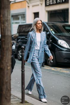 Ice Blue head to toe - Paris FW Fall - Sara Harris, Fashion Features Director at British Vogue wearing a Gabriela Hearst suit. Sarah Harris, Daily Fashion, Love Fashion, Paris Outfits, Work Outfits, Fashion Killa, Fashion Trends, Fashion Ideas, Suits For Women