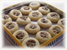 pacanes  Biscuits-tartes aux pacanes  Pâte  1 tasse de cassonade  3/4 tasse de beurre  1 oeuf  1 c. à thé de vanille  2 tasses de farine  1 c. à thé de poudre à