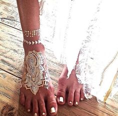 When using gilding with henna, my favs lean towards white silver and gold....just beautiful