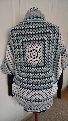 Käsityöideoita Yarn Bombing, Learn To Crochet, Lana, Christmas Sweaters, Projects To Try, Diy Crafts, Blanket, Knitting, How To Make