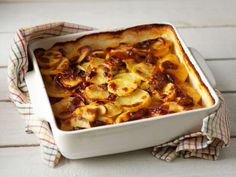 Pekoni-perunalaatikko Easy Cooking, Cooking Recipes, Finnish Recipes, Vegetable Recipes, Lasagna, Love Food, Macaroni And Cheese, Food To Make, Side Dishes