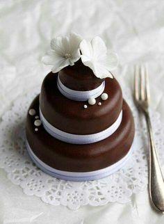 Mini Wedding Cakes: chocolate Hat