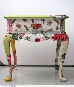 Mesa de cabeceira colorida !