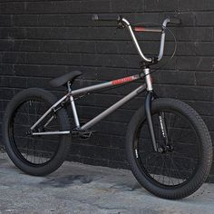 Riding BMX bikes with or without brakes isn't just personal preference. Brakeless BMX bikes can provide great advantages for bike riding. Read about how the bike brake laws and how to install a BMX brake and Gyro. Bmx Bike Parts, Bmx Bicycle, Bmx Scooter, Cool Bicycles, Cool Bikes, Vintage Bicycles, Cycling Art, Road Cycling, Cycling Quotes