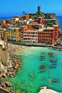 Vernazza Beach, Italia. www.wisdompills.com