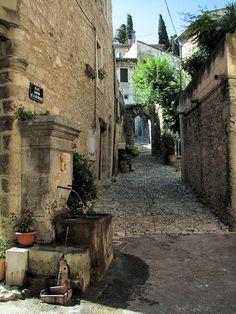 fontaine de Malaucène - Malaucene, Provence-Alpes-Cote-dAzur