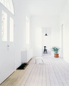 Minimal home 📸 by Janne Peters White Washed Floors, Architecture Design, Welcome To My House, Minimalist House Design, Minimalist Interior, Timber Flooring, Hardwood Floors, Minimal Home, Loft House