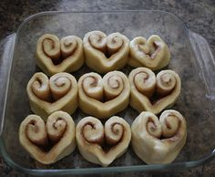 "This page has food & crafts for Valentine's Day or jus to say ""I Love You"". Includes the heart cinnamon rolls pictured -- perfect for valentine's day! Yummy Treats, Delicious Desserts, Sweet Treats, Yummy Food, Valentines Day Food, Valentines Breakfast, Valentine Ideas, Birthday Breakfast, Homemade Valentines"