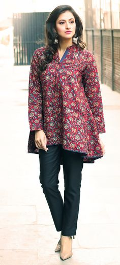 Tunic Designs, Kurta Designs Women, Indian Attire, Indian Outfits, Shirt Patterns For Women, Fashion Women, Girl Fashion, Kurta Patterns, Frock For Women