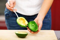 41394850 - young woman making salad in the kitchen - peeling avocado Weight Loss Meals, Ideal Weight Loss, Fast Weight Loss, Weight Gain, Avocado Health Benefits, Eating For Weightloss, Eat This, Good Foods To Eat, No Carb Diets