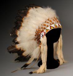 A Sioux War Bonnet, U.S.A. | circa 1940's Native American Headdress, Native American Clothing, Native American Artifacts, Native American Fashion, Native American History, Native American Indians, Indian Tribes, Native Indian, Native Art