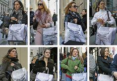 """Como você se veste? Será que suas roupas são mesmo tão originais quanto você pensa? Pode ser um reflexo da moda ou apenas de nossa falta de criatividade, mas um fotógrafo holandês está provando que, no fim das contas, todos nos vestimos da mesma maneira. Hans Eijkelboompassou os últimos 20 anos registrando pessoas e suas vestimentas nas ruas das cidades por onde passava. """"Eu tiro entre 1 e 80 fotografias por dia, quase todos os dias, 12 meses por ano"""", conta ele. Mas se engana quem pensa…"""