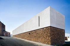Incredible Stone Facade Design to Spike up Design of Buildings Engineering Basic delivers online tools that help you to stay in control of your personal information and protect your online privacy. Minimal Architecture, Facade Architecture, Residential Architecture, Contemporary Architecture, Architecture Images, Casa Bunker, Photo D'architecture, Beton Design, Stone Facade