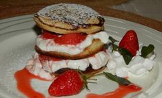 Lívanečky z ovesných vloček   NejRecept.cz Kefir, Pancakes, Healthy Recipes, Breakfast, Sweet, Food, Morning Coffee, Candy, Healthy Food Recipes
