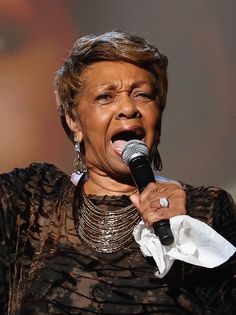 Stars at the BET Awards dedicated a touching tribute to Whitney Houston on Sunday, including a performance by her mother, gospel singer Cissy Houston. Cissy Houston, Lady Sings The Blues, Lifetime Achievement Award, Bet Awards, Whitney Houston, Ageless Beauty, Types Of Music, Gospel Music, Black Power
