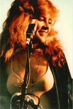 40 Candid Color Photographs Capture a Young and Beautiful Stevie Nicks on Stage in the and ~ vintage everyday Rock Roll, Young And Beautiful, Beautiful Women, Stevie Nicks Fleetwood Mac, Stevie Nicks Young, Stevie Ray, Buckingham Nicks, Stephanie Lynn, Actrices Sexy