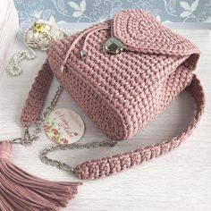 """Рюкзак """"Пыльная роза"""" - мастер-класс по вязанию крючком трикотажной пряжей Crochet Backpack Pattern, Crochet Pouch, Crochet Stitches, Knit Crochet, Crochet Handbags, Crochet Purses, Crochet Shoes, Crochet Clothes, Crochet Bag Tutorials"""