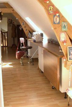 Atelier de rêve: table sur charnières que l'on peut étendre si besoin
