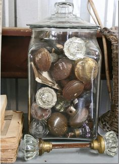 old door knobs in glass jar. I have the door knobs, just could never think of a… Door Knobs And Knockers, Glass Door Knobs, Knobs And Handles, Door Handles, Vintage Door Knobs, Antique Door Knobs, Vintage Doors, Vintage Windows, Displaying Collections