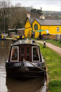 Part of the Monmouthshire & Brecon Canal at the village of Gilwern in Monmouthshire, Wales. The canal was built to transport coal and coke to the Clydach ironworks. The yellow pub in the background is called the Bridgend Inn. Barge Boat, Canal Barge, Canal Boat, Wales Uk, South Wales, Great Places, Beautiful Places, Narrowboat, Europe