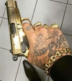 Chubster tattoo inspirations - Idée tatouage homme ⌨️tags for : - Fille Gangsta, Gangsta Girl, Acab Tattoo, Tattoos, Best Concealed Carry, Manicure Y Pedicure, Thug Life, Hand Guns, Swag